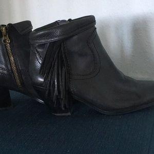 Sam Edelman tassel booties- 9